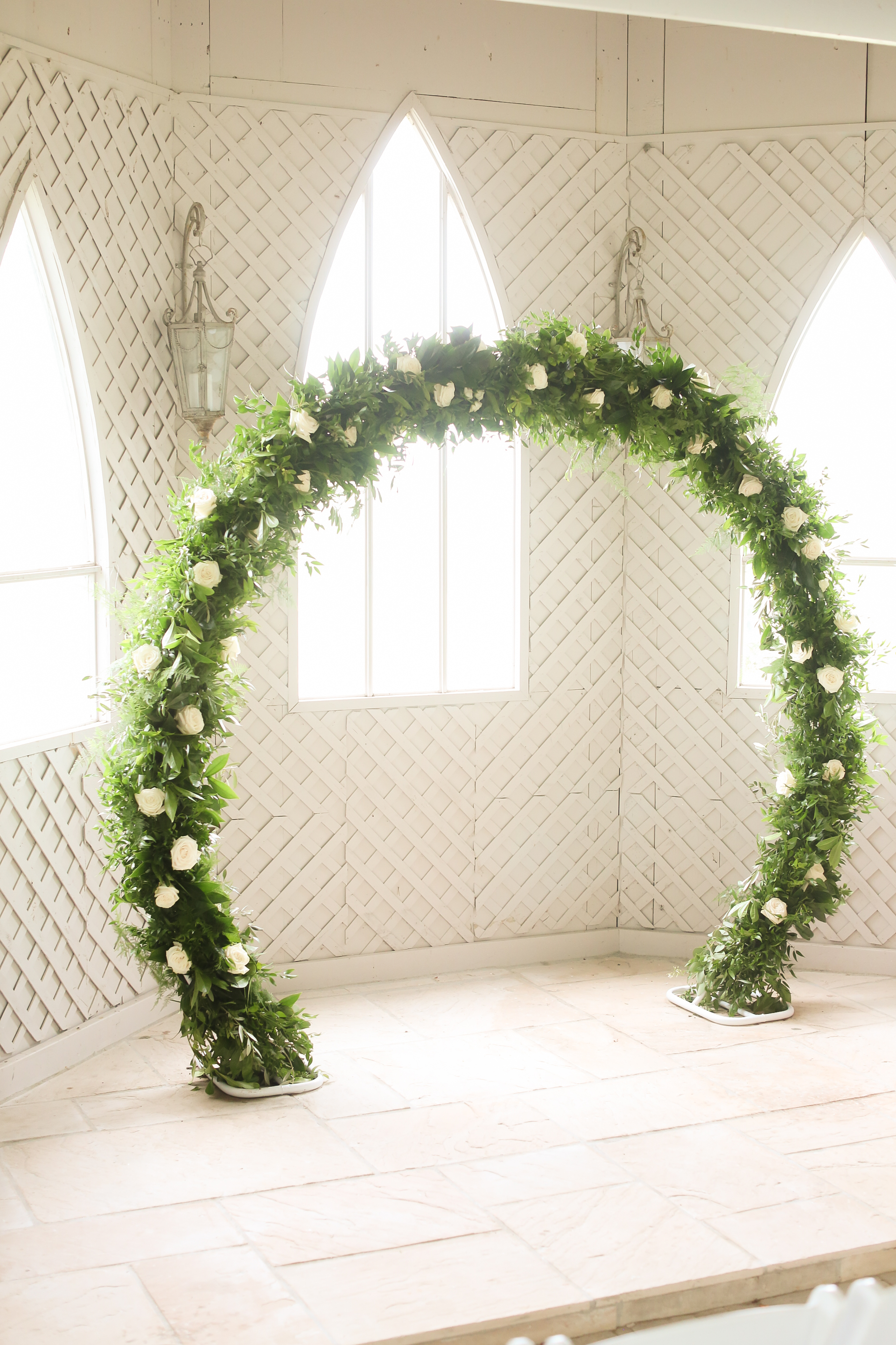 Round Arch Circular Arch Wedding Greenery With White Flowers
