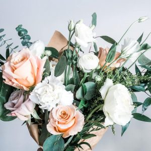 Chic Neutral · Hand-Tied Fresh Bouquet